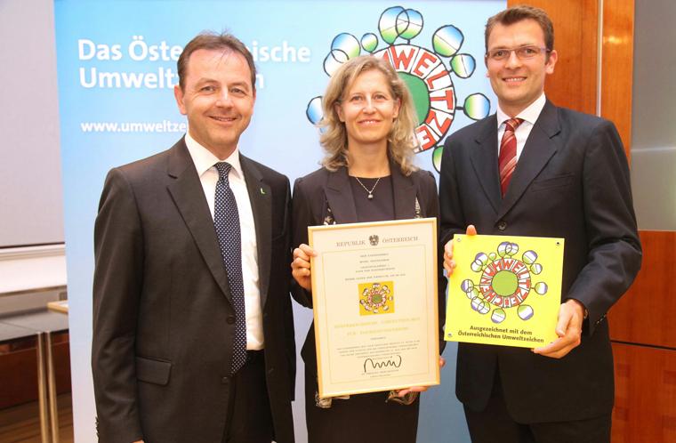 Und wir haben eine umfangreiche Umweltinitiative gestartet, für die wir bereits mit dem österreichischen Umweltzeichen ausgezeichnet wurden. Mittlerweile stellen wir CO2-Zertifikate an unsere Gäste für ihren Aufenthalt aus, was weltweit einzigartig ist.