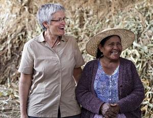 Diese Kleinbäurin Albina Orellana (rechts) hat die Chance auf ein neues Leben genutzt. © Patricio Crooker