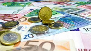 Wenn man verhindern möchte, dass Geld in Waffen und Lebensmittelgeschäfte fließt, so sollte man sich grün versichern lassen © I-Vista (pixelio.de)