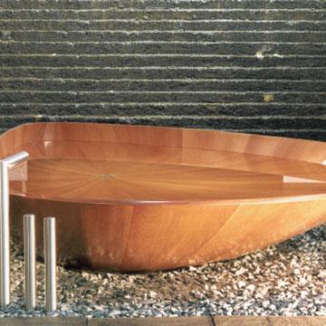 Vom Baum zur Badewanne: Lounge-Bäder mit Holz sind im Trend