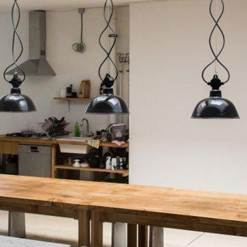 upcycling designer lampen aus brennholz gebaut handarbeit und naturholz. Black Bedroom Furniture Sets. Home Design Ideas