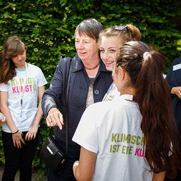 Umweltministerin Barbara Hendricks zu Besuch in KlimaKunstSchule