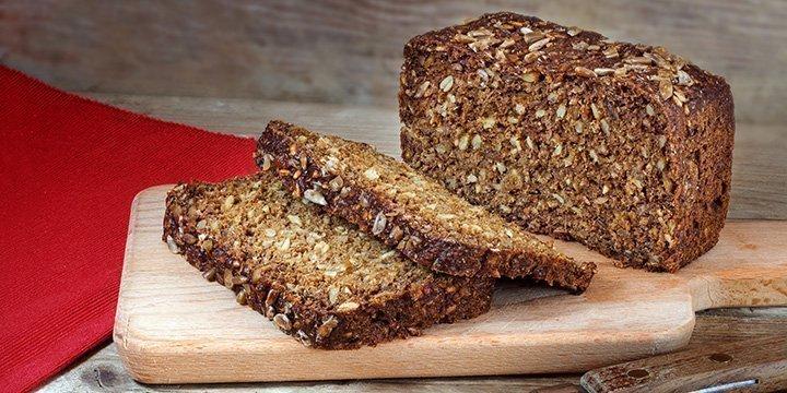 Basisch ernähren: Dinkel Brot und Hummus einfach selbst machen