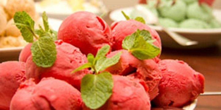 Fruchtiges Erdbeer-Sorbet