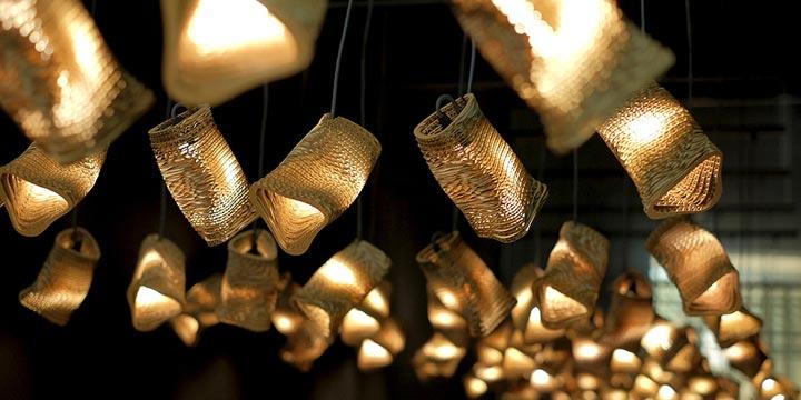 Nachhaltige Beleuchtung in Form eines Vogelschwarms