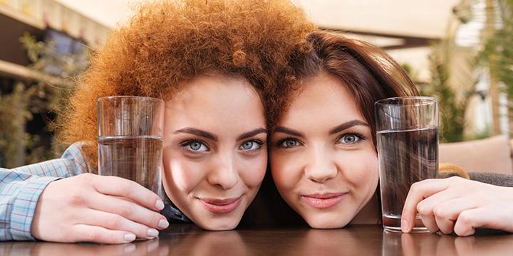 Porentiefe Reinigung des Gesichts: Warum Mineralwasser genügt!