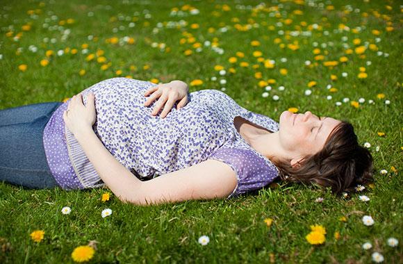 Krank in der Schwangerschaft? Das sind die besten natürlichen Heilmethoden
