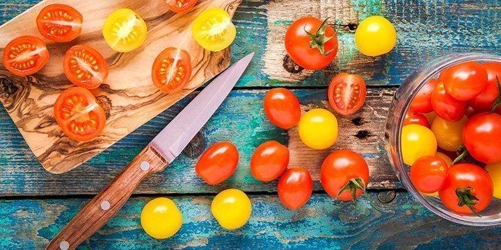 Tomaten bei Erkältung: Wie Ihnen ein Tomatentee gegen Schnupfen & Husten hilft