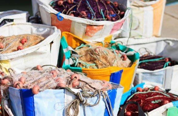 Plastikmüll in den Weltmeeren: Wie Fischernetze recycelt werden