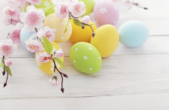 Zehn natürliche Färbemittel zum Eierfärben