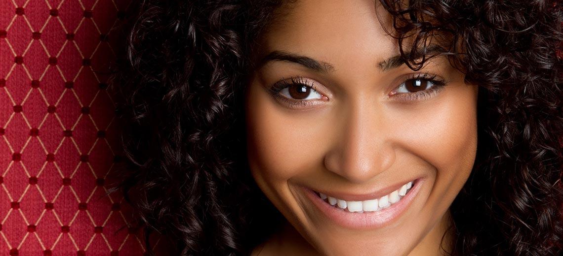 Rizinusöl: Wundermittel für Haare, Wimpern und Augenbrauen?