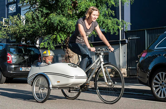 Skandinavischer Fahrrad-Beiwagen: neuer Blickwinkel