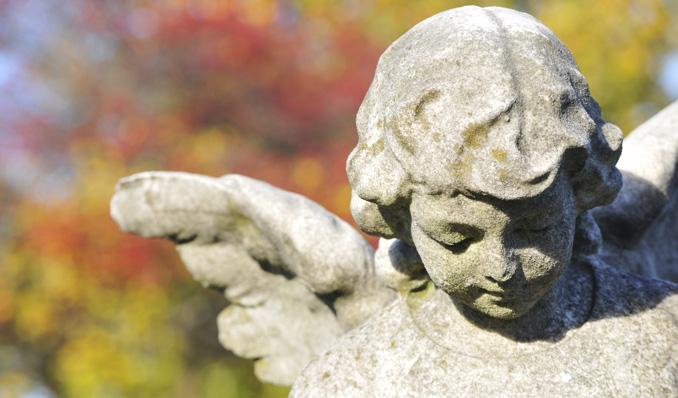 Ein Schutzengel wacht über das Grab