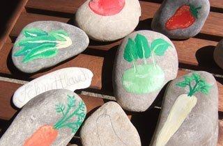 Steine bemalen: Kreative Deko für den Sommergarten