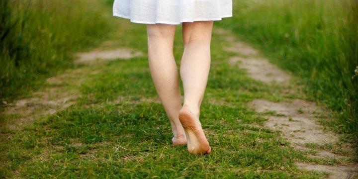 Kennen Sie diese 5 Gründe, warum Barfuß laufen gesund ist?