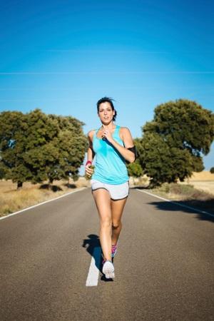 Schwitzen hilft die Körpertemperatur, gerade beim Sport, zu regulieren. © Dirima/iStock/Thinkstock