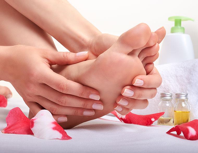 Wohltuende und belebende Fußmassage selber machen.