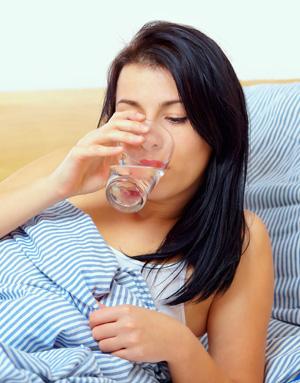 Trinke ein Glas Wasser am Morgen.