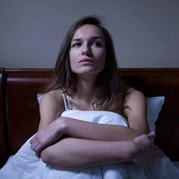 So stoppst du dein Gedankenkreisen vor dem Einschlafen