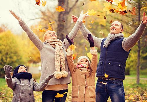 Wenn es in Herbst und Winter häufiger nass und kalt wird, steigt auch die Gefahr, sich eine Erkältung einzufangen