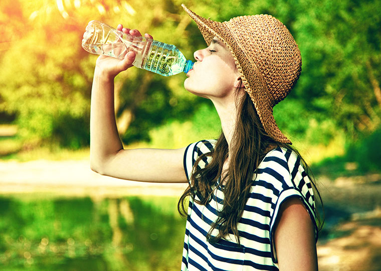 Bei großer Hitze braucht unser Körper mehr Flüssigkeit als sonst.