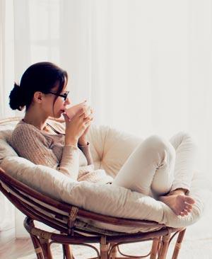 Während der Menstruation sollten wir uns möglichst viel Ruhe gönnen