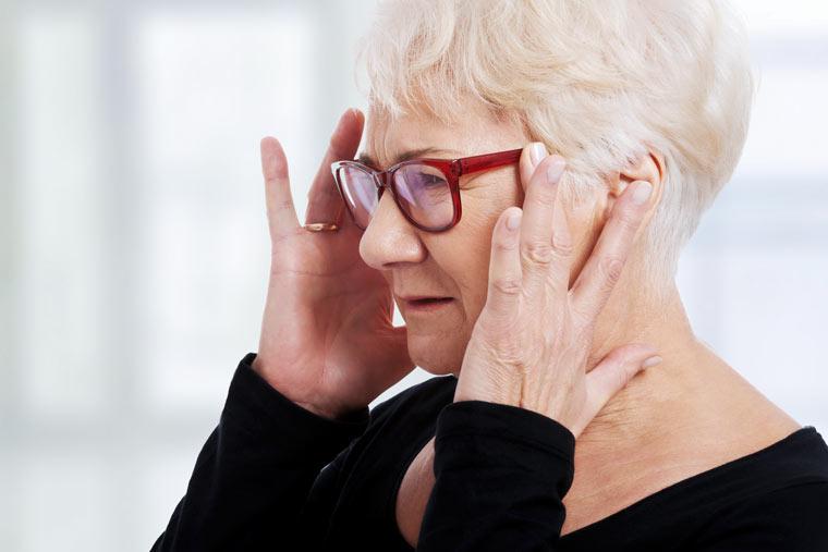 Kopfschmerzen oder Migräne können Anzeichen für einen Mangel an Vitamin B 12 sein