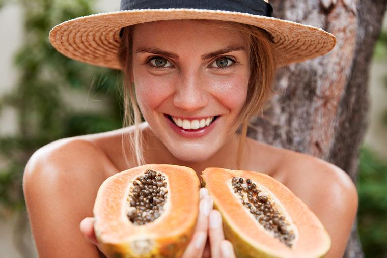Papaya enthält Vitamin A, B und C