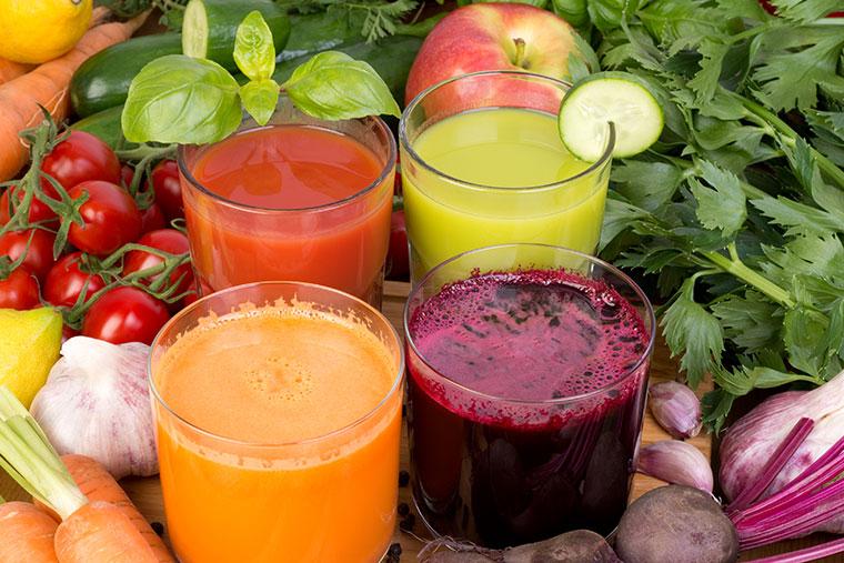Frisch gepresste Gemüsesäfte liefern viele Nährstoffe.