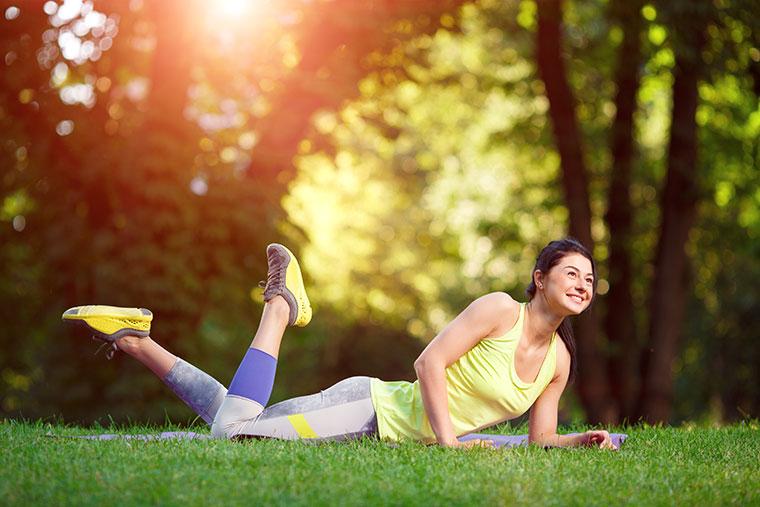 Gymnastik hilft gegen Verspannungen und aktiviert das Herz-Kreislauf-System.