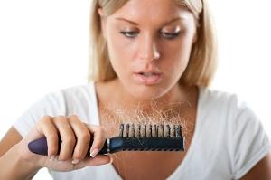Haarausfall ist für Frauen oft ein Schock.