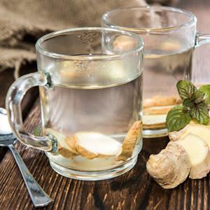 Ingwertee gegen Verdauungsbeschwerden, Muskelschmerzen oder Migräne.
