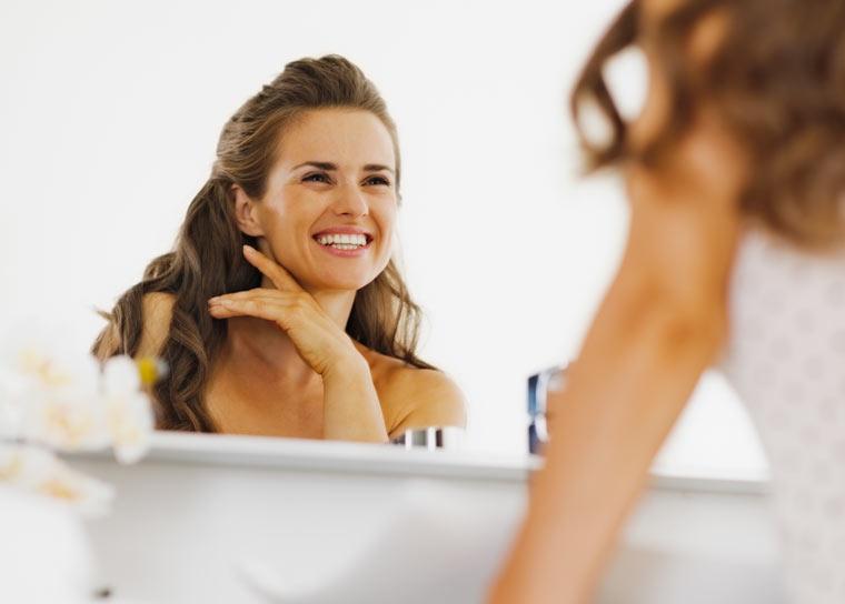 Lächeln Sie Ihr Spiegelbild an