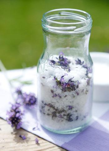 Lavendelsalz ist aromatisch und schmackhaft © Nivea