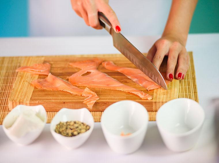 Fischarten wie Lachs gehören auch zum Gute-Laune-Essen.