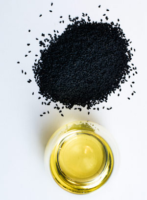 Wirkung von Schwarzkümmelöl - dieses Hausmittel schützt vor Zecken
