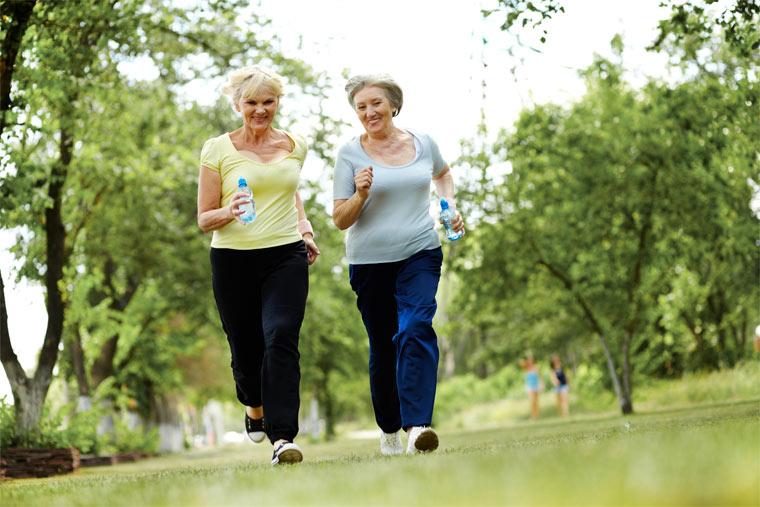 Regelmäßige Bewegung hält fit im Alter