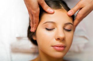 Migräne Behandlung: Weniger Medikamente durch Shiatsu