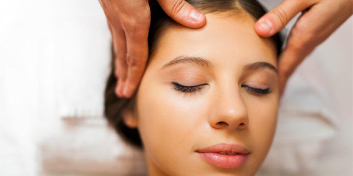 Migräne Behandlung ohne Medikamente: Shiatsu reduziert Kopfschmerzen nachweislich
