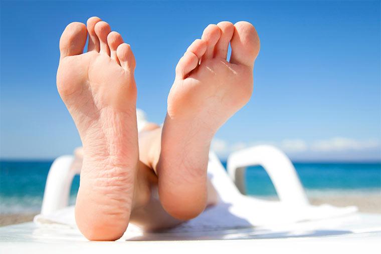 Füße sind im Sommer besonders anfällig auf Fußpilz