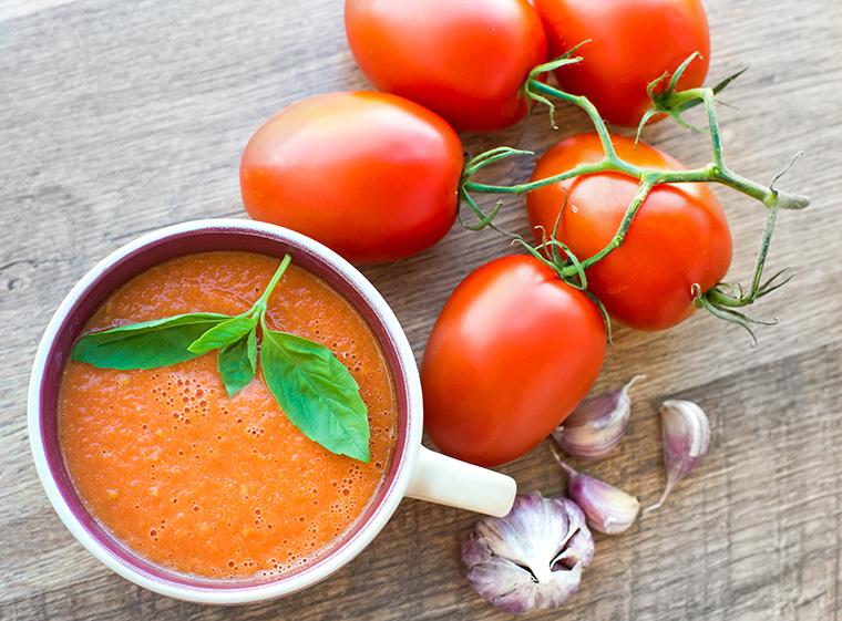 Tomaten bei Erkältung: Bei Erkältung hilft ein würziger Tomaten-Tee