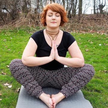 Diese 7 Yoga-Übungen helfen bei PMS-Beschwerden!
