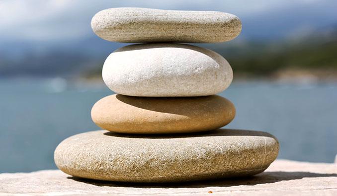 Ziel einer Bachblüten-Therapie ist es, die innere Balance wieder herzustellen © twinili (pixelio.de)