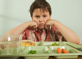 Übergewicht bei Kindern ist äußerst gefährlich. Eine gesunde Ernährung kann im Kindesalter noch gut trainiert werden. © Big Cheese Photo (thinkstock.de)