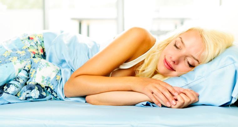 Genug Schlaf steigert nicht nur unser Wohlbefinden, es ist auch wichtig für unsere Gesundheit.