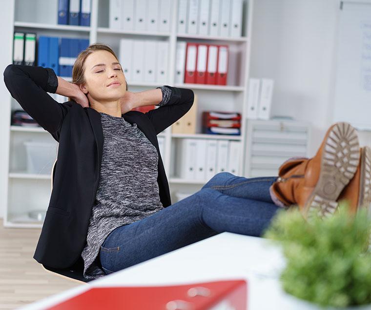 Auch mal durchatmen am Arbeitsplatz verhindert Stress.