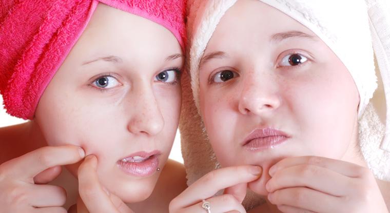 Akne, Neurodermitis und Hautausschläge sind die sichtbaren Zeichen einer Schadstoffbelastung.