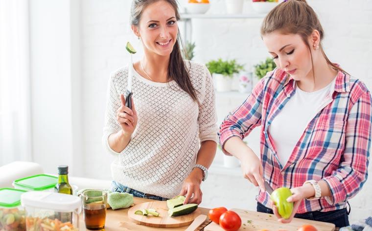 Gesundheitsbewusste: Wer sich gesund ernähren will, muss sowohl Zeit für Einkauf und Zubereitung haben, als auch auf eine möglichst abwechslungsreiche Ernährung achten.