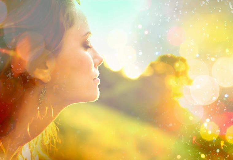 glückliche Frau Sonnenstrahlen