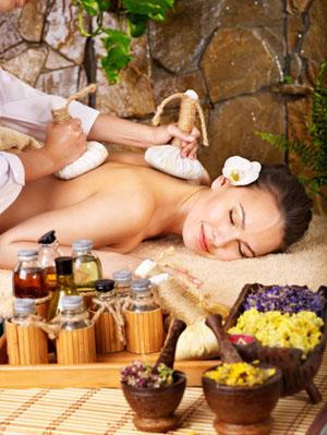 Japanische Kräuterkompressenmassage ©iStockphoto/thinkstockphotos.com